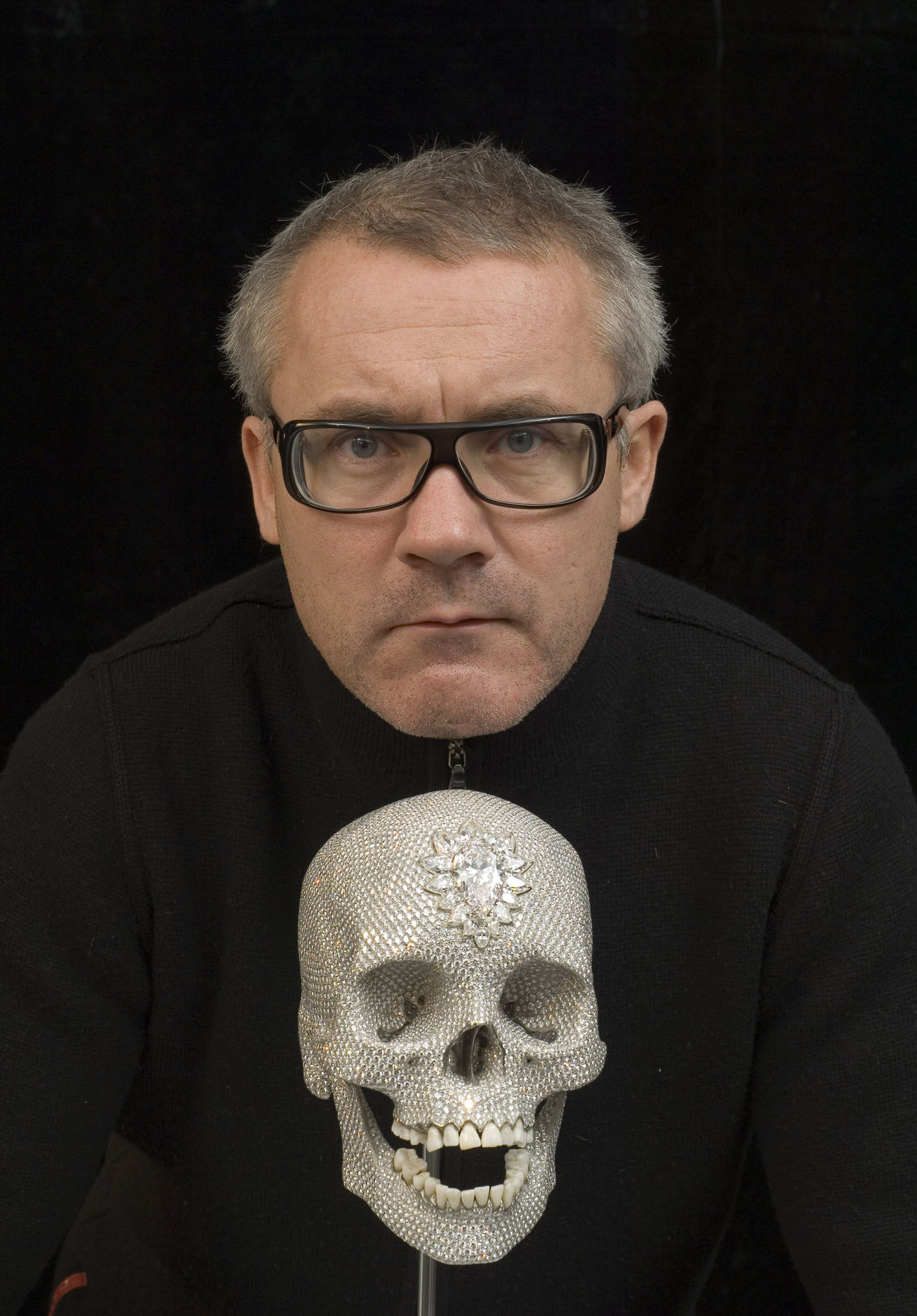 Damien Hirst and platinum skull Image source: https://garethleaney.wordpress.com