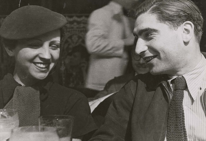 Robert Capa e Gerda Taro. Image source: Alchetron.com
