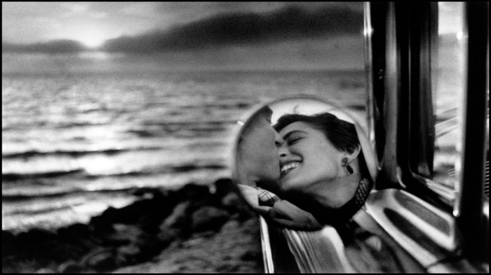 Elliott Erwitt | California kiss
