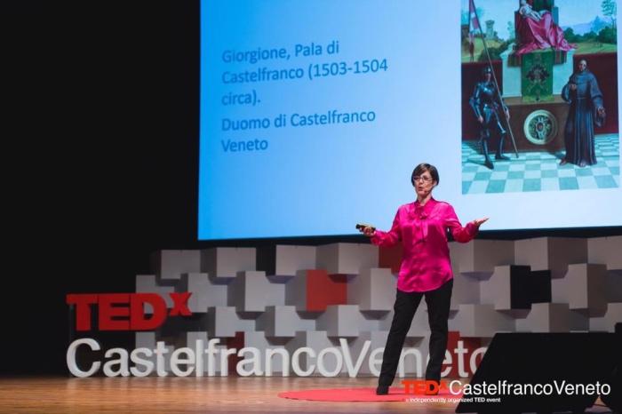 TED talks), in cui si succedono una serie di interventi brevi, della durata massima di 10.