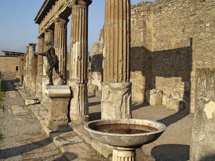 Pompei | colonne e palazzi