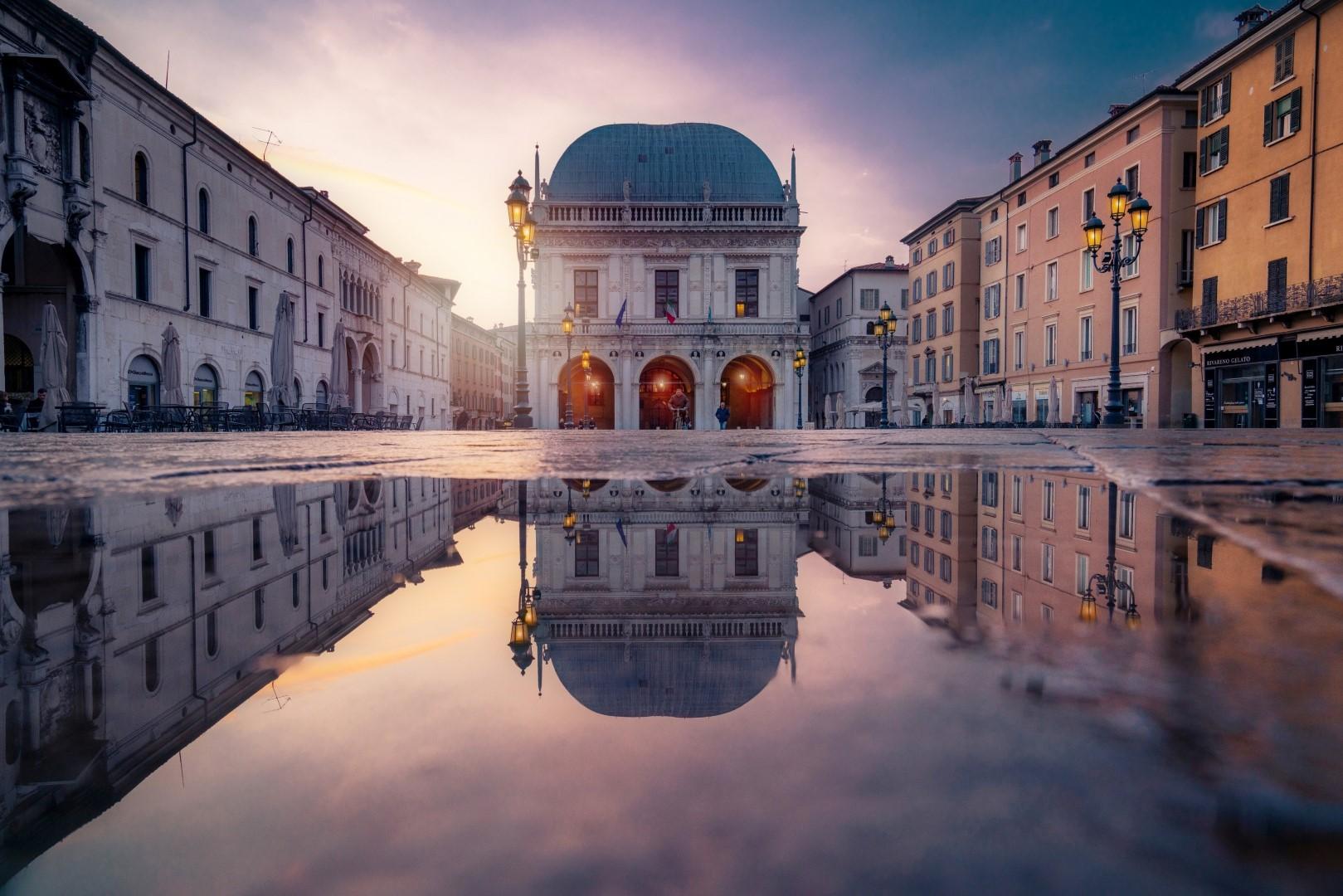 img cosa fare a Brescia -Piazza-Loggia-ph-Dorian-Pellumbi