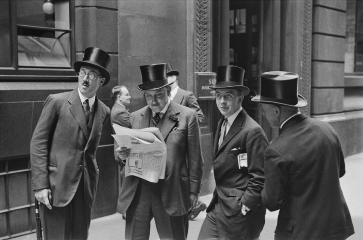 Rendezvous at the London Stock Exchange, 1937, England  Vintage gelatin silver print © E.O. Hoppé Estate Collection / Curatorial Assistance