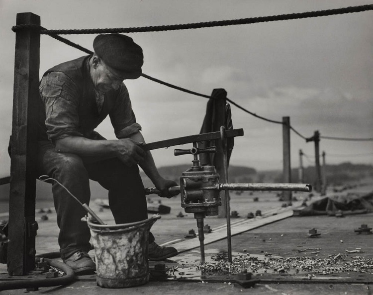Ship building; drill & dye, Cunard-White Star Lines, John Brown's shipyards, Clydeside,1934, Scotland  Vintage gelatin silver print © E.O. Hoppé Estate Collection / Curatorial Assistance