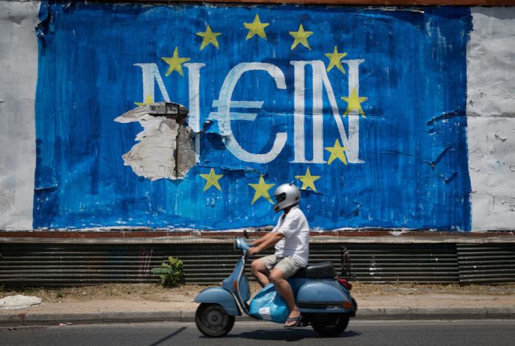 """Un graffito dell'artista N_Grams: Nein significa """"No"""" in tedesco ma suona anche come """"Sì"""" in greco, Atene, 5 luglio 2015. (Kay Nietfeld/picture-alliance/dpa/AP Images)"""
