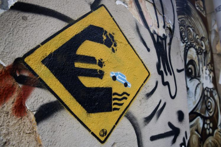 Un graffito realizzato dall'artista Wild Drawing, Atene, 18 giugno 2015. (AP Photo/Petros Giannakouris)