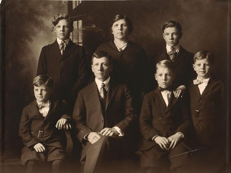 La famiglia Pollock al completo