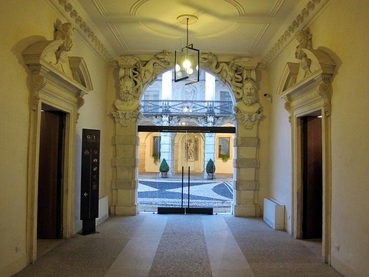 Palazzo Leoni Montanari 1