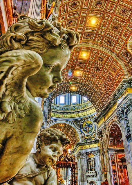 Angeli che osservano il Baldacchino di San Pietro.  (Cherub Angels overlooking the Baldacchino of St. Peter's Basilica, Vatican)
