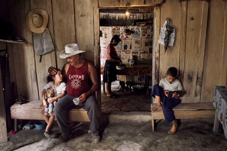 A family sits together - Steve McCurry