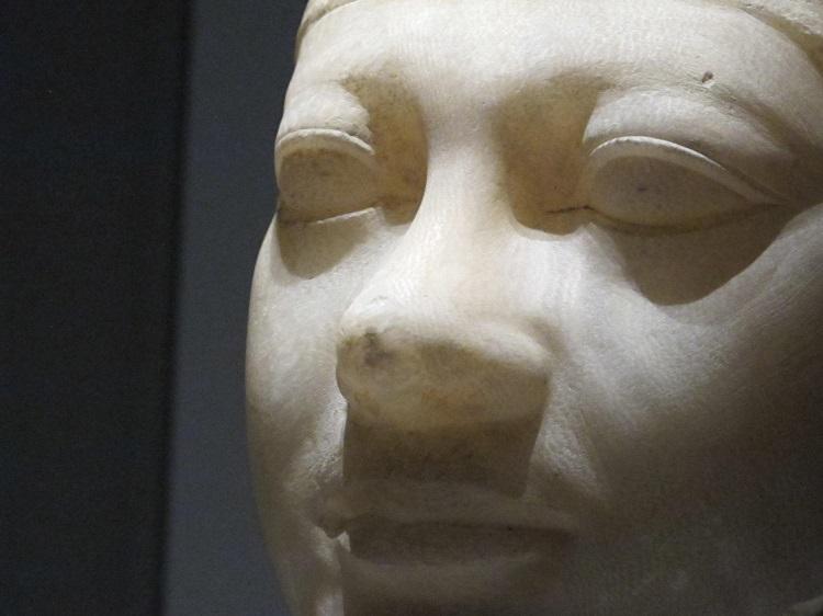 Testa di Re Menkaure, Antico Regno, IV Dinastia, Regno di Menkaure, 2490-2472 a.C. alabastro egiziano, Boston, Museum of Fine Arts (dettaglio)